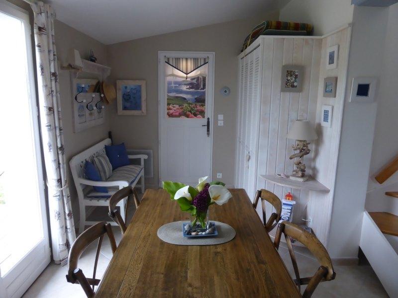 location belle photos de l 39 entree de la maison de bornor locmaria. Black Bedroom Furniture Sets. Home Design Ideas